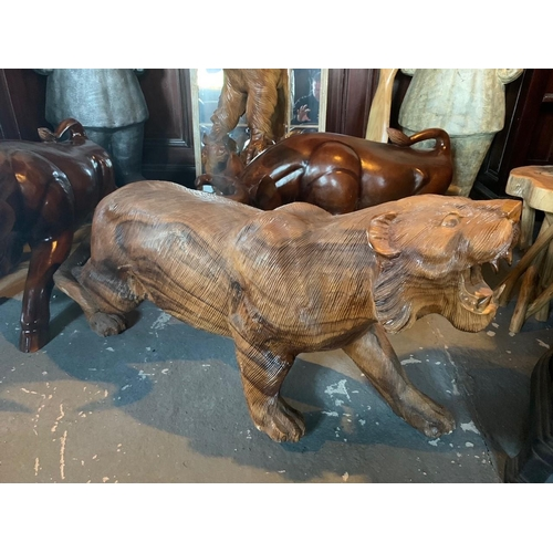 118 - WOODEN SCUPLTURE OF A PROWLING LION APPROX 1M LONG WEIGHING AROUND 40KG