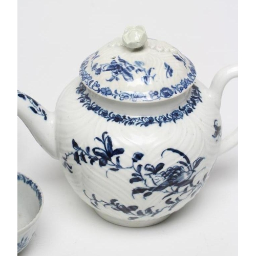 31 - A FIRST PERIOD WORCESTER PORCELAIN TEAPOT AND COVER, c.1760, in