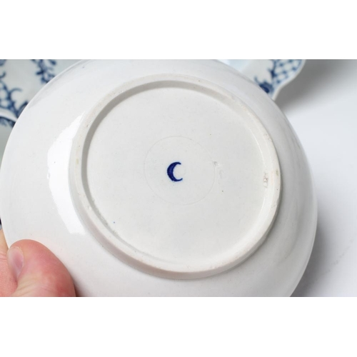 33 - A FIRST PERIOD WORCESTER PORCELAIN PLATE, c.1780, printed in underglaze blue with the