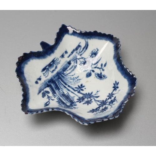 36 - A FIRST PERIOD WORCESTER PORCELAIN LEAF SHAPED PICKLE DISH, c.1760, printed in underglaze blue with ...