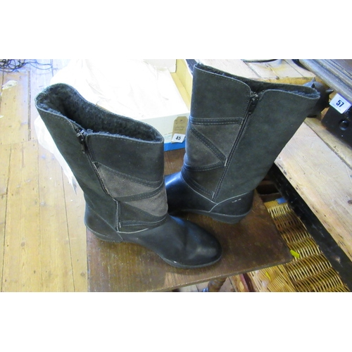 45 - LADY'S BLACK BOOTS SIZE 5...