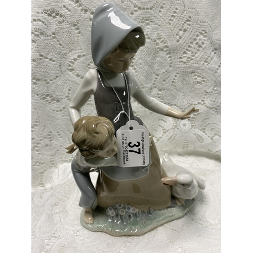 37 - LLADRO MOTHER & CHILD WITH GOOSE 10