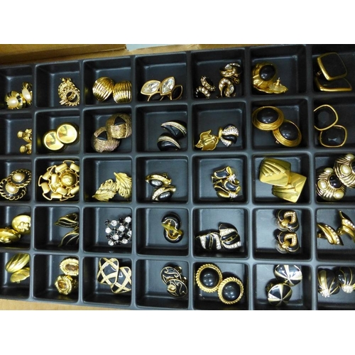49 - A large quantity of costume jewellery to include necklaces, brooches, dress rings and clip on earrin...