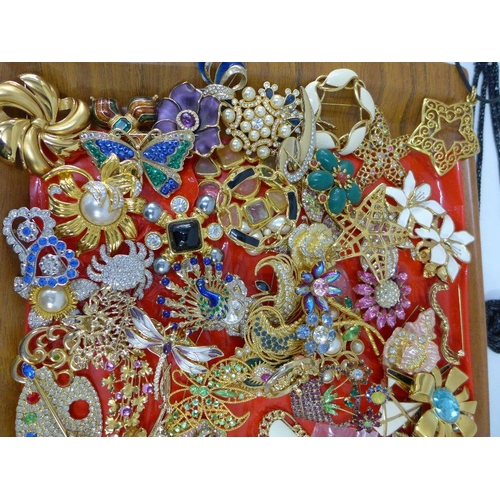 52 - A large quantity of costume jewellery to include brooches and necklaces (a lot)...