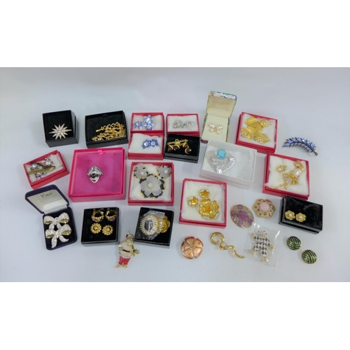 53 - A quantity of boxed costume jewellery to include Butler & Wilson, Ivana Trump,Swarovski and Joan Riv...