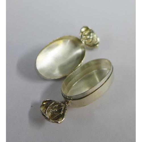 36 - Modern silver 'Sweetie' box, London 2001,  6cm...