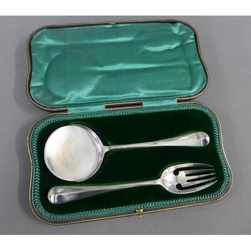 37 - George V cased set of silver tomato servers,  Josiah Williams & Co, London 1913....