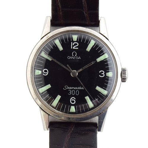 39 - A GENTLEMAN'S STAINLESS STEEL OMEGA SEAMASTER WRIST WATCH CIRCA 1963, REF 135.007-63, repainted dial...