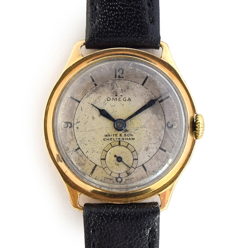 44 - A GENTLEMAN'S 9CT GOLD OMEGA WRIST WATCH CIRCA 1930s, REF 587453, SILVERED DIAL, BLUED STEEL HANDS, ...