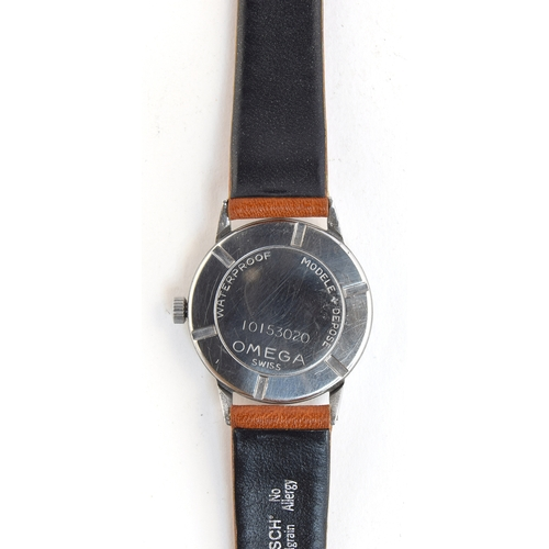 50 - A GENTLEMAN'S STEEL OMEGA WRIST WATCH CIRCA 1944, CASE NO 839, TWO-TONE DIAL, SYRINGE HANDS, INVERTE...