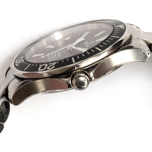 54 - A GENTLEMAN'S STAINLESS STEEL OMEGA SEAMASTER PROFESSIONAL 300M CHRONOMETER BRACELET WATCH CIRCA 200...