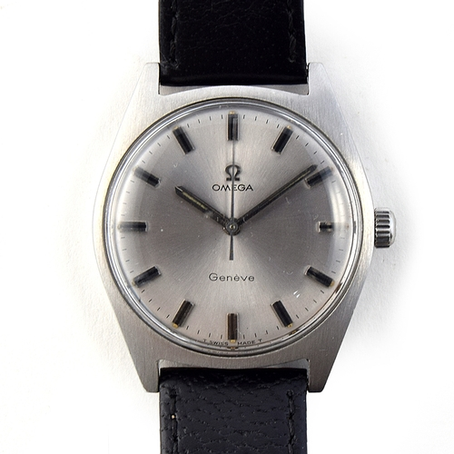 59 - A GENTLEMAN'S STAINLESS STEEL OMEGA GENEVE WRIST WATCH DATED 1968, REF 135041, SILVER DIAL WITH BATO...