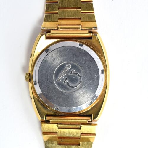522 - AN OMEGA MEGA QUARTZ 32KHZ GOLD PLATED GENTLEMAN'S WRIST WATCH Circa 1970s, champagne dial, raised b...