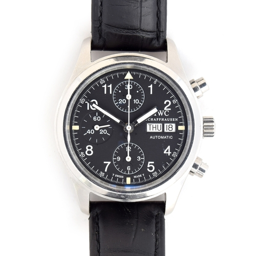 565 - AN IWC DER FLIEGER CHRONOGRAPH GENTLEMAN'S STEEL AUTOMATIC WATCH With day date, papers dated 2006 an...