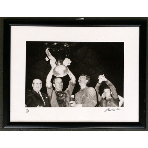 28A - Manchester United 1968, black and white photograph, 20x30cm, depicting Manchester United Captain Bob...