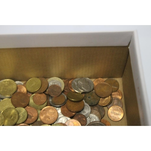 27 - A QUANTITY OF EURO COINS AND CENTS, along with a quantity of US coins