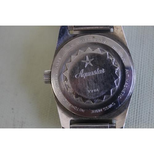 6 - AN AQUASTAR 200 METRES / 600 FEET VINTAGE DIVER'S STYLE WATCH