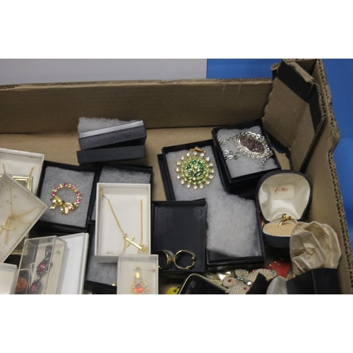 14 - A TRAY OF COSTUME JEWELLERY to include necklaces, brooches etc. (Tray not included)