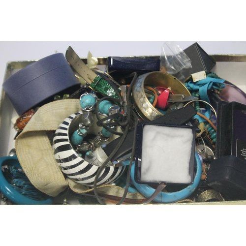 17 - A QUANTITY OF ASSORTED COSTUME JEWELLERY INCLUDING BRACELETS