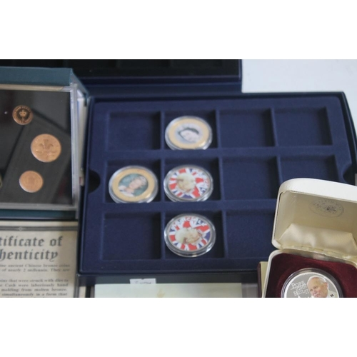 43 - A COLLECTION OF MODERN PROOF AND COMMEMORATIVE COINS AND MEDALS, to include a 1984 proof set, a silv...