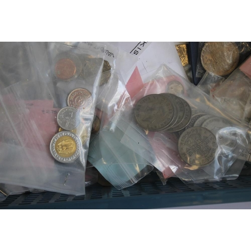 58 - A COLLECTION OF BRITISH AND WORLD COINS AND A GROUP OF FAO BRONZE MEDALLIONS, to include two New Gui...