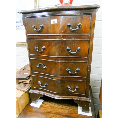 20 - A small Georgian style serpentine front mahogany chest of four drawers 18