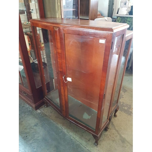 50 - Vintage Walnut Display Cabinet with 7 x Glass Shelves (Nb. Left Side Glass Missing)...