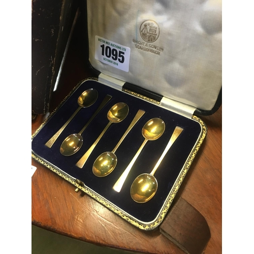 1095 - Cased set of six silver gilt coffee spoons. Bright & Sons Ltd. Scarborough....