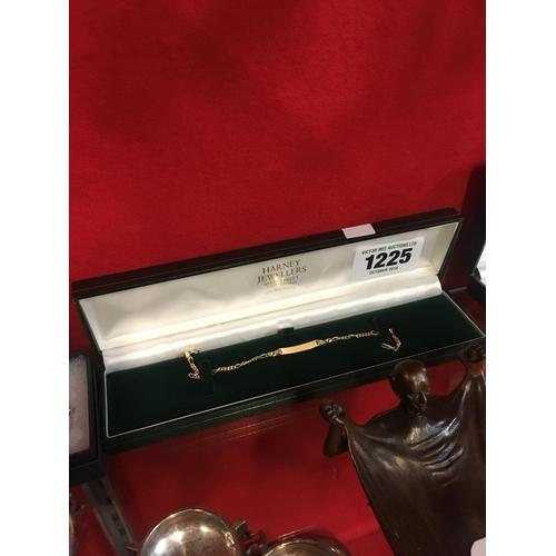 1225 - Gold bracelet....