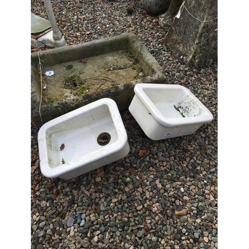 1351 - Pair of sinks....