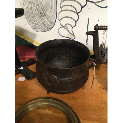 337 - C19th. Cast iron skillet pot....