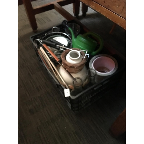 187 - Crate of kitchenalia....