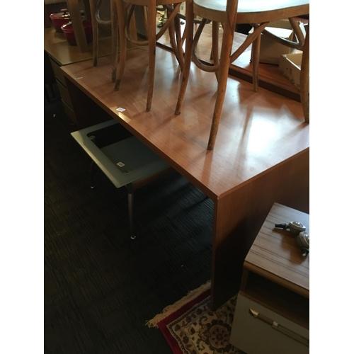 319 - Modern office chair....