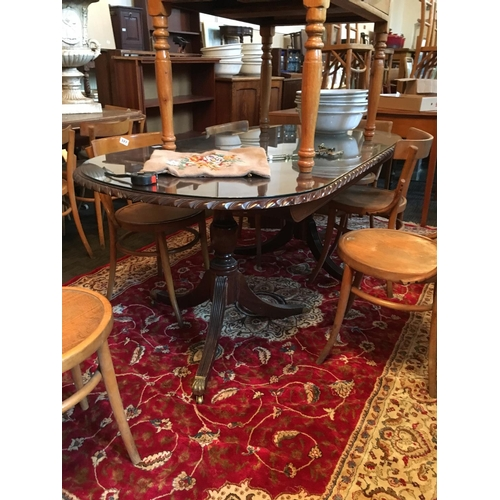 326 - Mahogany rope edge lion pedestal dining table with glass projector....
