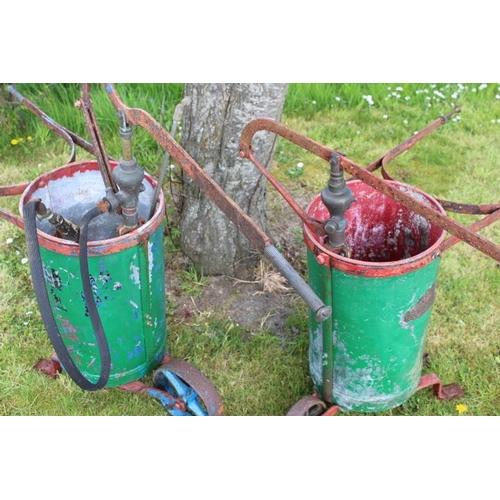 17 - Pair of garden sprayers {100 cm H x 33 cm W x 100 cm D}....