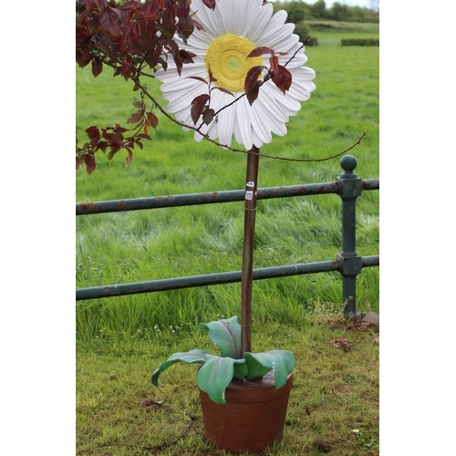 172 - Garden feature in the form of a daisy flower in pot {170 cm H x 50 cm Dia.}....