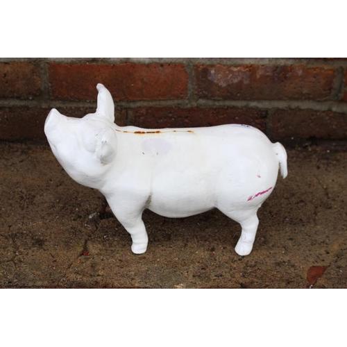 173 - Cast iron model of a pig {20 cm H x 30 cm W x 15 cm D}....