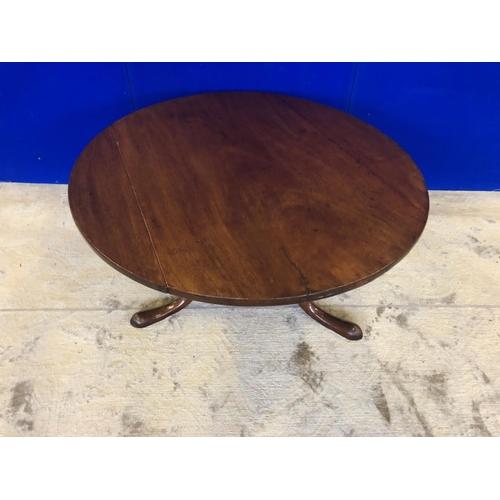 49 - Georgian mahogany circular coffee table on tripod base Diameter 85 H 47...