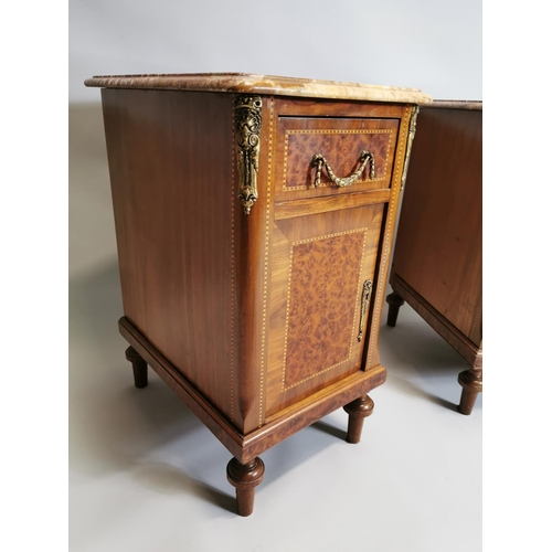 32 - Pair of early 20th. C. kingwood and walnut bedside lockers, the rouge marble tops above single drawe...