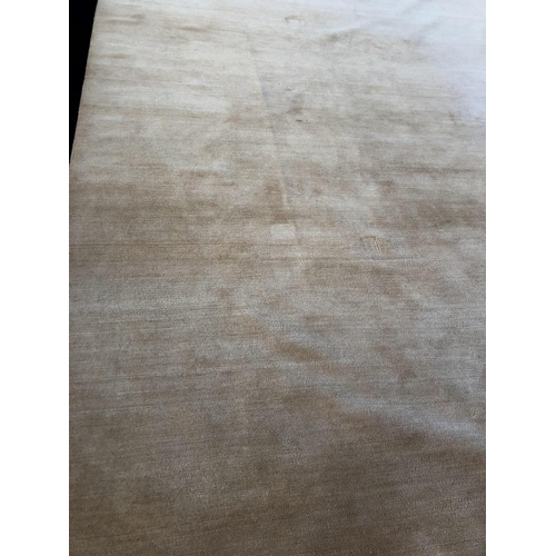 31 - Fine Gold centre rug from the Rug Company, London 400 x 300