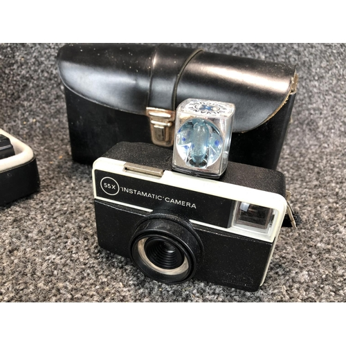 21 - Box of vintage miscellaneous to include Kodak 55X instamatic camera and Remington selectio5 electric...
