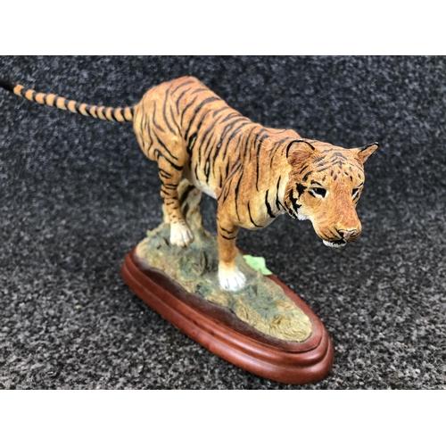 13 - Border fine arts Tiger figurine 38cm W...