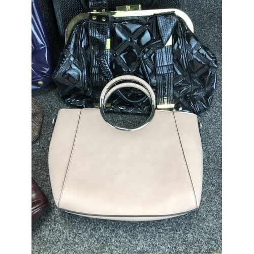 17 - Collection of 6 assorted handbags...