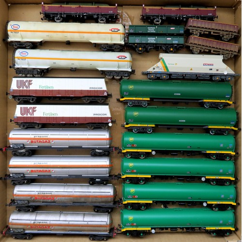 176 - HORNBY / LIMA plus other manufacturers 00 gauge Rolling Stock comprising: Assorted Goods Wagons to i...