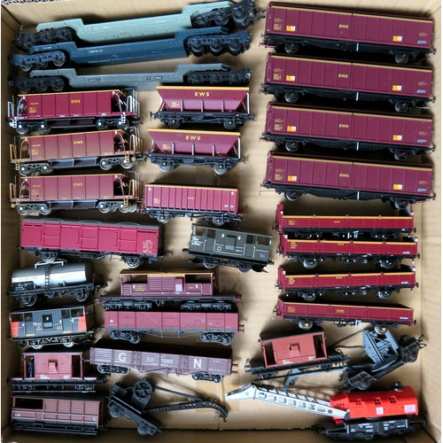 182 - BACHMANN / HORNBY  plus other manufacturers 00 gauge Rolling Stock comprising: Assorted Goods Wagons...