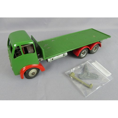 SHACKLETON Foden FG6 Flatbed Truck. Dark Green with red wings. Complete with 2 tools.  Good to Excellent