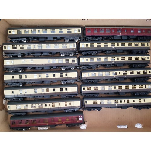 42 - MAINLINE/LIMA '00' Coaches, GWR Brown & Cream livery x11, BR Maroon x2. Very Good to Excellent. (13)