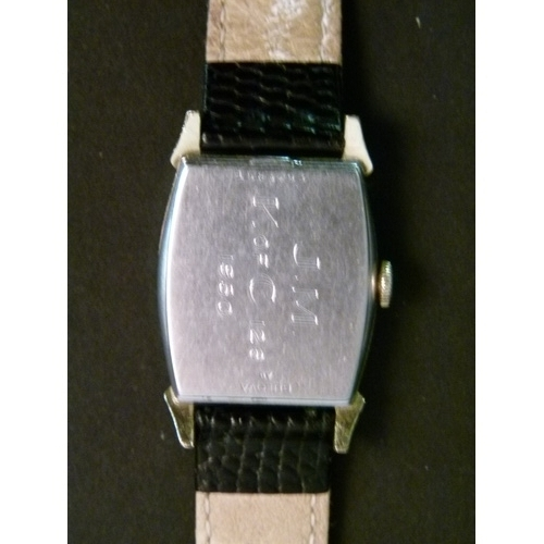 40 - A Bulova gentleman's gold plated wristwatch c.1950, manual, 15 jewel lever Swiss movement model no.1...
