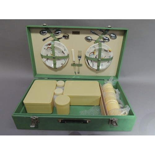 28 - A 1950/60's vintage picnic hamper with Brexton pottery plates transfer printed with gondolas and ven...