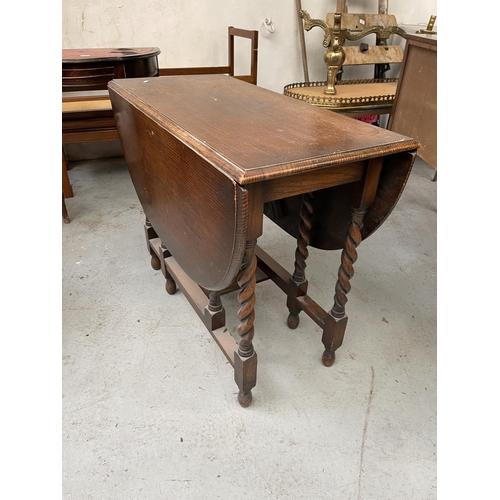 196 - DROP LEAF TABLE